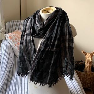 Burberry Authentic Wool Crinkle Style Scarf Black